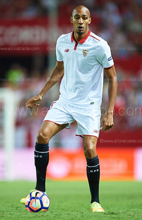 SEVILLE, SPAIN - SEPTEMBER 20:  Steven N'Zonzi of Sevilla FC in action during the match between Sevilla FC vs Real Betis Balompie as part of La Liga at Estadio Ramon Sanchez Pizjuan on September 20, 2016 in Seville, Spain.  (Photo by Aitor Alcalde Colomer/Getty Images)