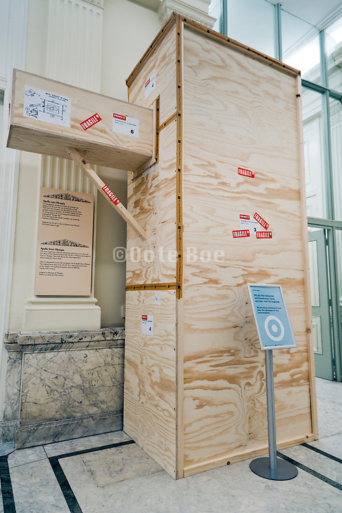 wooden crate for a sculpture artwork transport in the Allard Pierson Museum