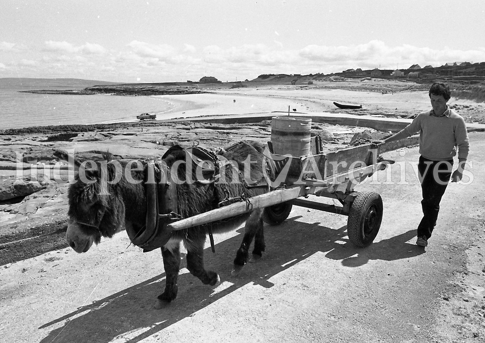 797-357<br /> Inisheer Island. 19/05/88. Padraig O'Domhnaill, left, and Paraic O'Flatharta, on Inishleer Island. (Part of the Independent Newspapers/NLI Collection)