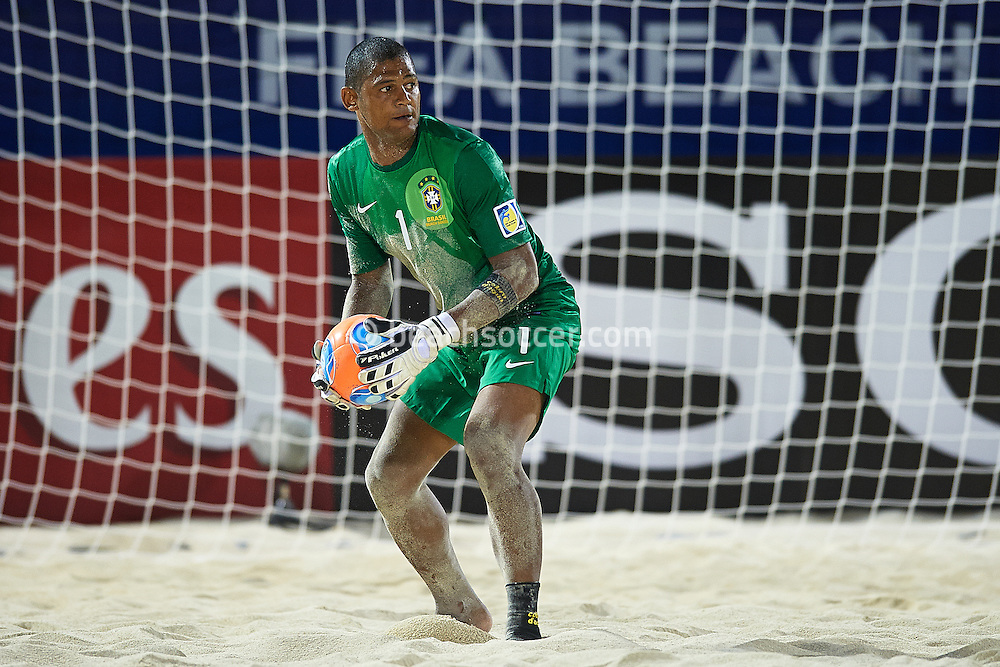 PAPEETE, TAHITI - OCTOBER 18:  FIFA Beach Soccer World Cup Tahiti 2013 between Brasil and Iran at Stadium Tahua To´ata  on October 18, 2013 in Papeete, Tahiti. (Photo by Manuel Queimadelos)