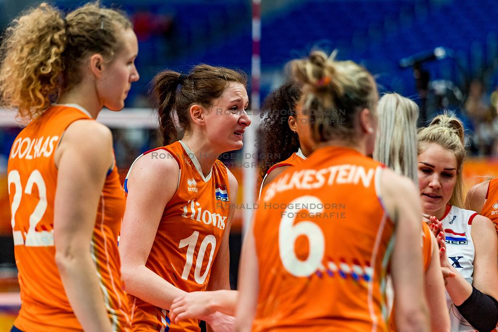 19-10-2018 JPN: Semi Final World Championship Volleyball Women day 18, Yokohama<br /> Serbia - Netherlands / Nicole Koolhaas #22 of Netherlands, Lonneke Sloetjes #10 of Netherlands, Kirsten Knip #1 of Netherlands