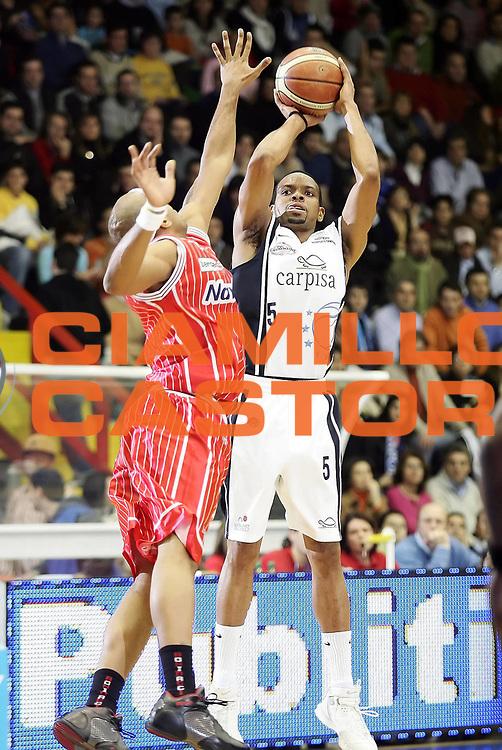 DESCRIZIONE : Pictures of the Week 18 Giornata Lega A1 2005-06 <br /> GIOCATORE : Morandais <br /> SQUADRA : Carpisa Napoli <br /> EVENTO : Campionato Lega A1 2005-2006 <br /> GARA : Carpisa Napoli Navigo.it Teamo <br /> DATA : 29/01/2006 <br /> CATEGORIA : Tiro <br /> SPORT : Pallacanestro <br /> AUTORE : Agenzia Ciamillo-Castoria/A. De Lise <br /> Galleria : Pictures of the Week 2005-2006 <br /> Fotonotizia : Pictures of the Week 18 Giornata Campionato Italiano Lega A1 2005-2006 <br /> Predefinita :