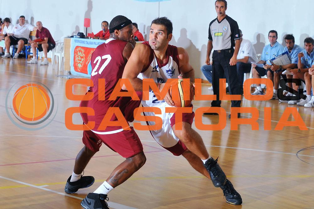 DESCRIZIONE : San Stino di Livenza Venezia Lega A 2009-10 Amichevole Vanoli Basket Cremona Reyer Venezia<br /> GIOCATORE : Vangelis Slavos<br /> SQUADRA : Vanoli Basket Cremona<br /> EVENTO : Campionato Lega A 2009-2010 <br /> GARA :  Vanoli Basket Cremona Reyer Venezia<br /> DATA : 05/09/2009<br /> CATEGORIA :  Penetrazione<br /> SPORT : Pallacanestro <br /> AUTORE : Agenzia Ciamillo-Castoria/M.Gregolin<br /> Galleria : Lega Basket A 2009-2010 <br /> Fotonotizia :San Stino di Livenza Venezia Lega A 2009-10 Amichevole Vanoli Basket Cremona Reyer Venezia<br /> Predefinita : si