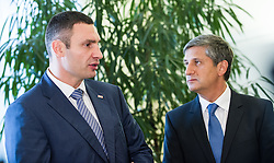 24.09.2013, Aussenministerium, Wien, AUT, Bundesregierung, Außenminister trifft Vitali Klitschko, im Bild v.l.n.r. Fraktionsvorsitzenden der Ukrainische demokratische Allianz für<br /> Reformen (UDAR) Vitali Klitschko und Vizekanzler und Bundesminister <br /> fuer europaeische und internationale Angelegenheiten Dr. Michael Spindelegger OeVP // during meeting between Austrian Foreign Minister and Vitali Klitschko, Austrian Parliament, Vienna, Austria on 2013/09/24, EXPA Pictures © 2013, PhotoCredit: EXPA/ Michael Gruber