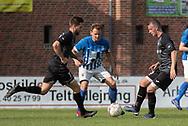 FODBOLD: Thomas Carlsson (Ballerup BK) afleverer foran Casper Porsgaard (Hornbæk IF) under finalen i Seriepokalen mellem Hornbæk IF og Ballerup Boldklub den 20. maj 2019 på Brøndby Stadion. Foto: Claus Birch.