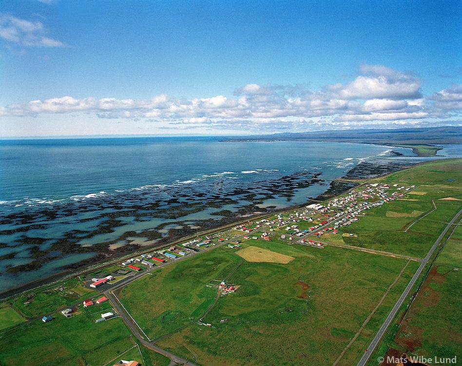Eyrarbakki, séð vestur í átt að Ölfusá og Þorlákshöfn..Eyrarbakki, river Olfusa and Thorlakshofn. Low tide shore..Árborg frá 1998 / Arborg since 1998.