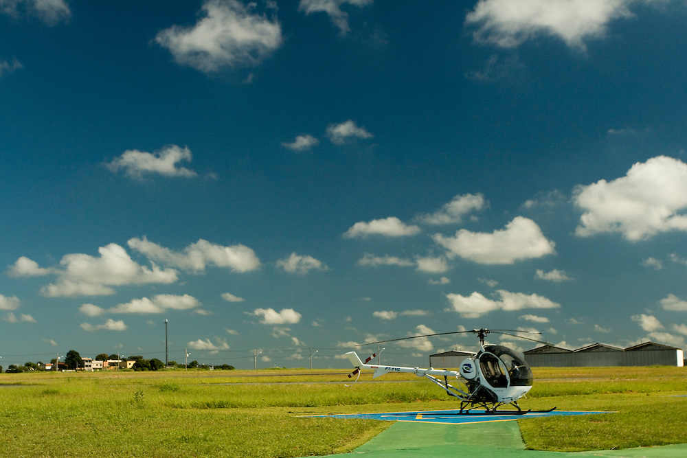 Belo Horizonte_MG, Brasil...Helicoptero em uma pista de pouso...Helicopter in the runway...FOTO: BRUNO MAGALHAES /  NITRO