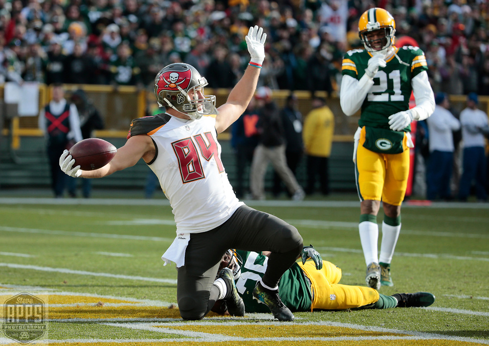 Tampa Bay Buccaneers tight end Cameron Brate (84) celebrates  a 28-yard pass from Tampa Bay Buccaneers quarterback Jameis Winston (3) in the 1st quarter. Green Bay Packers free safety Jermaine Whitehead (35) defended. <br /> The Green Bay Packers hosted the Tampa Bay Buccaneers at Lambeau Field in Green Bay,  Sunday, Dec. 3, 2017.  STEVE APPS FOR THE STATE JOURNAL.