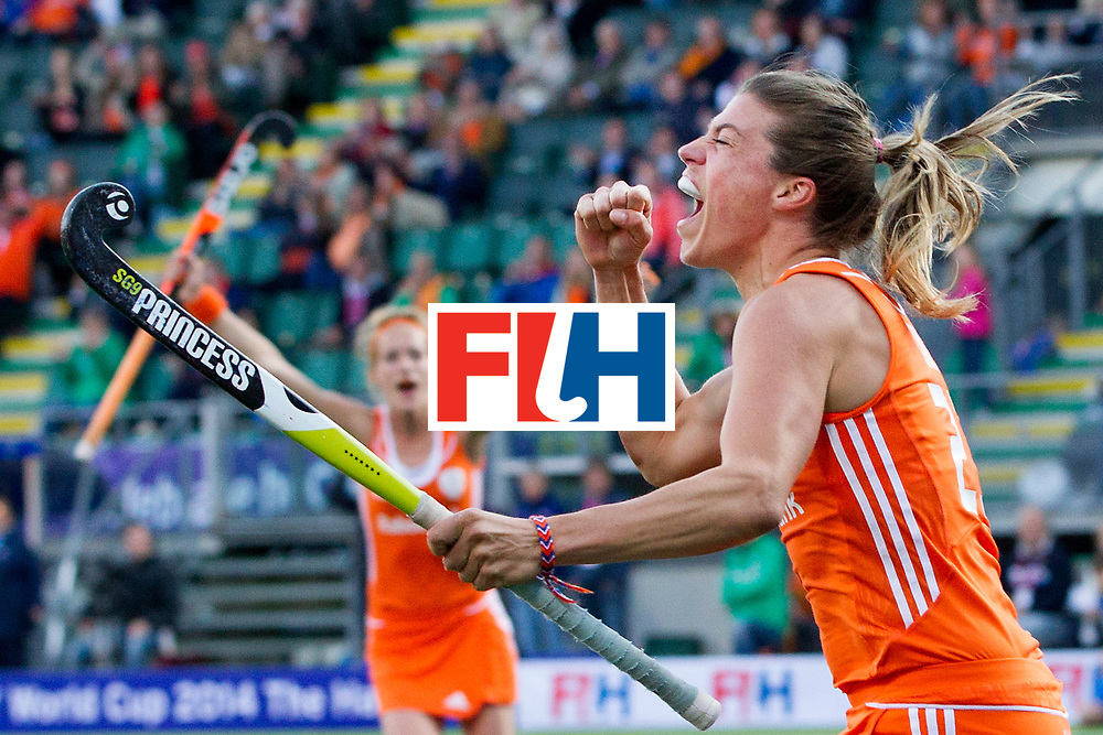 THE HAGUE - Rabobank Hockey World Cup 2014 - 2014-06-05 - WOMEN - New-Zealand - The Netherlands - Kim Lammers scoort met een prachtige tip in<br /> Copyright: Willem Vernes