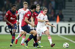 23.10.2012, Grand Stade Lille Metropole, Lille, OSC Lille vs FC Bayern Muenchen, im Bild Philipp LAHM (FC Bayern Muenchen - 21) - Salomon KALOU (OSC Lille - 08) - Tulio DE MELO (OSC Lille - 09) // during UEFA Championsleague Match between Lille OSC and FC Bayern Munich at the Grand Stade Lille Metropole, Lille, France on 2012/10/23. EXPA Pictures © 2012, PhotoCredit: EXPA/ Eibner/ Gerry Schmit..***** ATTENTION - OUT OF GER *****