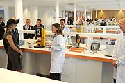 Koningin M&aacute;xima opent het FrieslandCampina Innovation Centre in Wageningen. In dit nieuwe centrum brengt het zuivelbedrijf het merendeel van hun onderzoeks- en ontwikkelingsactiviteiten samen. <br /> <br /> Queen M&aacute;xima opens FrieslandCampina Innovation Centre in Wageningen. This new center the dairy spends most of their research and development together.<br /> <br /> Op de foto / On the photo:  Koningin M&aacute;xima krijgt een rondleiding door het FrieslandCampina Innovation Centre / Queen M&aacute;xima gets a tour of the FrieslandCampina Innovation Centre