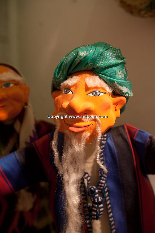 Iskander Khakimov puppet maker  Boukhara  Ouzbekistan  .///.Iskander Khakimov artisan marionetiste et createur  Boukara  Ouzbekistan .///.OUZB56252