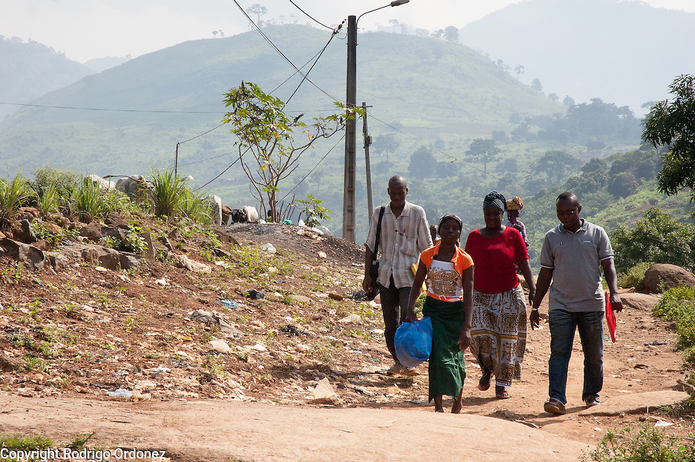 Maimouna, 11, walks through the streets of Man, western C&ocirc;te d'Ivoire, in the company of family friends and Save the Children staff, the morning before being reunited with her family. She is carrying a plastic bag with her belongings. <br /> Maimouna had been separated from her family for three months, since the moment armed conflict broke out in her hometown, Du&eacute;kou&eacute;, and she had to flee to Man. Save the Children facilitated the reunion with her parents and her return home.