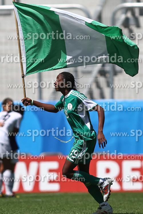 25.07.2010,  Augsburg, GER, FIFA U20 Womens Worldcup, , Viertelfinale, USA vs Nigeria,  im Bild Uchechi SUNDAY (Nigeria #19) feiert mit Fahne, EXPA Pictures © 2010, PhotoCredit: EXPA/ nph/ . Straubmeier+++++ ATTENTION - OUT OF GER +++++ / SPORTIDA PHOTO AGENCY