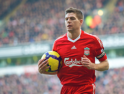 LIVERPOOL, ENGLAND - Saturday, February 6, 2010: Liverpool's captain Steven Gerrard MBE during the Premiership match against Everton at Anfield. The 213th Merseyside Derby. (Photo by: David Rawcliffe/Propaganda)