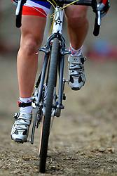 01-02-2009 VELDRIJDEN: WK VROUWEN: HOOGERHEIDE<br /> item veldrijden wiel schoenen <br /> ©2009-WWW.FOTOHOOGENDOORN.NL