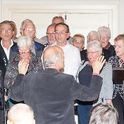NLD/Heemstede/20151116 - Boekpresentatie De Zin van het Leven, zingend koor