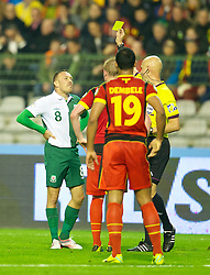 BRUSSELS, BELGIUM - Tuesday, October 15, 2013: Wales' Craig Bellamy and referee Sergey Karasev during the 2014 FIFA World Cup Brazil Qualifying Group A match against Belgium at the Koning Boudewijnstadion. (Pic by David Rawcliffe/Propaganda)