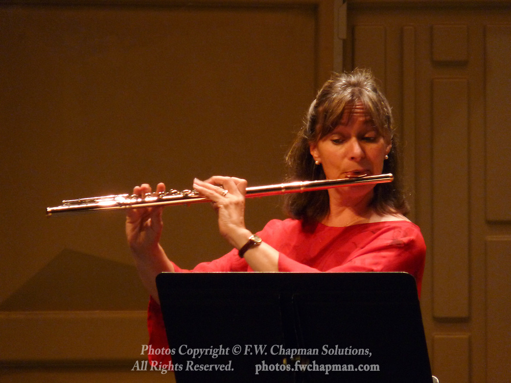 Valley Vivaldi flutist  Robin Kani performs in a Sunday evening concert starting at 7:30 PM on June 28, 2009 at Cedar Crest College in Allentown, Pennsylvania, USA.  Ms. Kani is the Principal Flutist of the Pennsylvania Sinfonia Orchestra.  The principal players of the PSO perform in the Valley Vivaldi series of chamber music concerts each summer.