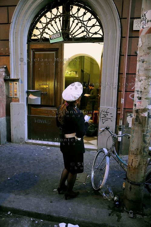 Roma 28 Ottobre 2009 s.Sgomberato uno stabile in via dei Volsci 18 per problemi di staticità e a rischio crollo..L'intervento dei Vigili Urbani