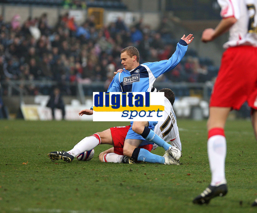 Photo: Karyn Haddon/Sportsbeat Images.<br />Wycombe Wanderers v Lincoln City. Coca Cola League 2. 17/11/2007.<br />Martin Bullock for Wycombe Wanderers (C) battles for the ball with Lincoln's Scott Kerr.