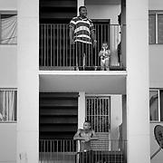 Les habitants de la copropriété Coimbra. Les balcons et cour sont les points et les échanges rencontrent.
