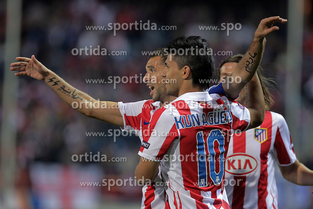 21.10.2010, Estadio Vicente Calderon, Madrid, ESP, UEFA EL, Atletico de Madrid vs Rosemborg, im Bild Atletico de Madrid's Kun Aguero (r) and Simao Sabrosa celebrate goal. EXPA Pictures © 2010, PhotoCredit: EXPA/ Alterphotos/ Acero +++++ ATTENTION - OUT OF SPAIN / ESP +++++