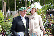STEPHEN JONES; MARY MCINTYRE, Press and VIP viewing day. Chelsea Flower show, Royal Hospital Grounds. Chelsea. London. 18 May 2009