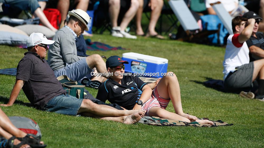 Fans make the most of the sun. First day, ANZ Boxing Day Cricket Test, New Zealand Black Caps v Sri Lanka, 26 December 2014, Hagley Oval, Christchurch, New Zealand. Photo: John Cowpland / photosport.co.nz