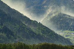 THEMENBILD - eine vom Wind aufgewirbelte Pollenwolke über der Schmitten, aufgenommen am 29. April 2018 in Zell am See, Österreich // A cloud of pollen swirled by the wind hangs over the the Schmitten in Zell am See, Austria on 2018/04/29. EXPA Pictures © 2018, PhotoCredit: EXPA/ JFK