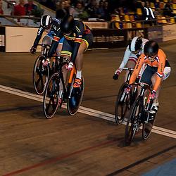 28-12-2015: Wielrennen: NK Baan: Alkmaar   <br />ALKMAAR (NED) baanwielrennen<br />Op de wielerbaan van Alkmaar streden de wielrenners om de nationale baantitels  <br />Lauriene van Riessen klopt Elis Ligtlee op het onderdeel Keirin. Brons vooy Hayleigh Dolmans