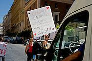 Roma 12 Giugno 2013<br /> Il Gioco è una cosa seria!<br /> Manifestazione contro il gioco d' azzardo presso la sede di Assotrattenimento Gioco Lecito, aderente alla Confindustria in via Barberini, degli attivisti dell' ex Cinema Palazzo. La protesta è per la denuncia che Assotrattenimento Gioco Lecito, ha presentato contro SenzaSlot un associazione impegnata contro il proliferare del gioco d'azzardo e delle slot machine nei bar. I manifestanti bloccano la strada