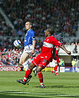 Photo: Andrew Unwin.<br />Middlesbrough v Everton. The Barclays Premiership. 29/04/2006.<br />Everton's Leon Osman (L) shields the ball from Middlesbrough's Yakubu.