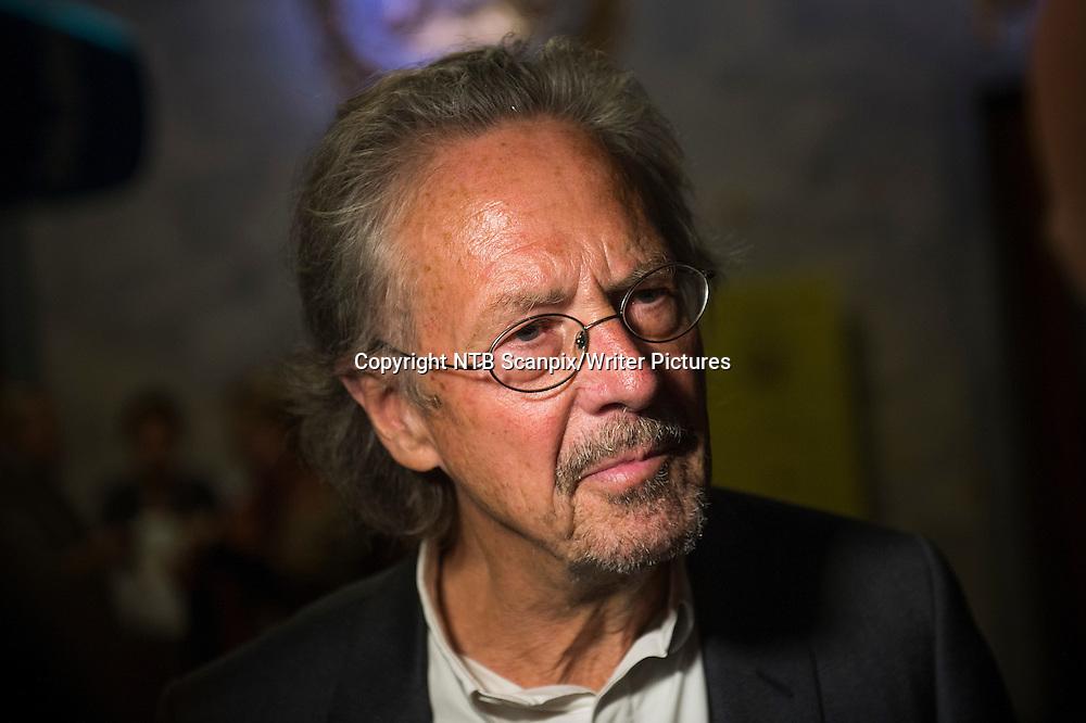 Oslo  20140921.<br /> Prisvinner Peter Handke snakker med pressen f&macr;r utdelingen av den internasjonale Ibsenprisen p&Acirc; Nationaltheatret s&macr;ndag ettermiddag. <br /> Foto: Fredrik Varfjell / NTB scanpix<br /> <br /> NTB Scanpix/Writer Pictures<br /> <br /> WORLD RIGHTS, DIRECT SALES ONLY, NO AGENCY