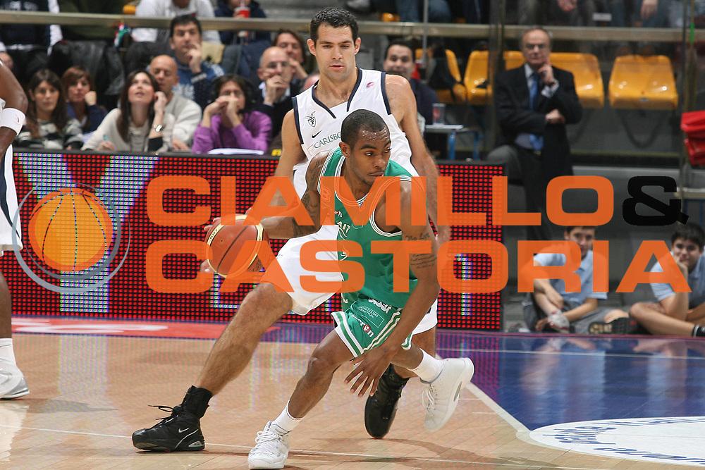 DESCRIZIONE : Bologna Lega A1 2007-08 Upim Fortitudo Bologna Benetton Treviso<br /> GIOCATORE : Lionel Chalmers <br /> SQUADRA : Benetton Treviso<br /> EVENTO : Campionato Lega A1 2007-2008 <br /> GARA : Upim Fortitudo Bologna Benetton Treviso<br /> DATA : 15/12/2007 <br /> CATEGORIA : palleggio<br /> SPORT : Pallacanestro <br /> AUTORE : Agenzia Ciamillo-Castoria/M.Marchi<br /> Galleria : Lega Basket A1 2007-2008<br /> Fotonotizia : Bologna Campionato Italiano Lega A1 2007-2008 Upim Fortitudo Bologna Benetton Treviso<br /> Predefinita :