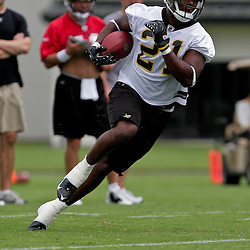 05 June 2009: Saints running back Mike Bell (21) participates in drills during the New Orleans Saints Minicamp held at the team's practice facility in Metairie, Louisiana.