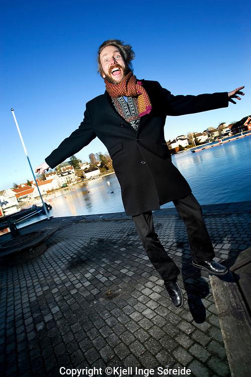 Mikael Holesland Snaprud (44) ser ut som en enkel gutt fra landet. Men han er en internasjonalt gluping. Han leder UIA sitt EU-forskningsprosjekt EIAO ved fakultet i Grimstad.<br /> <br /> Foto: Kjell Inge Søreide