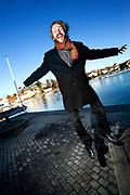Mikael Holesland Snaprud (44) ser ut som en enkel gutt fra landet. Men han er en internasjonalt gluping. Han leder UIA sitt EU-forskningsprosjekt EIAO ved fakultet i Grimstad.<br /> <br /> Foto: Kjell Inge S&oslash;reide