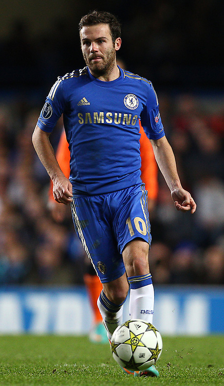 Picture by Paul Terry/Focus Images Ltd +44 7545 642257.07/11/2012.Juan Mata of Chelsea during the UEFA Champions League match at Stamford Bridge, London.