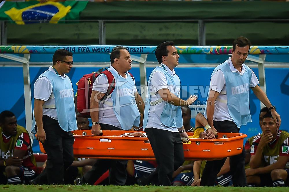 Neymar Júnior sai na maca após lance da partida entre Brasil x Colombia, válida pelas quartas de final da Copa do Mundo 2014, no Estádio Castelão, em Fortaleza-CE. FOTO: Jefferson Bernardes/ Agência Preview