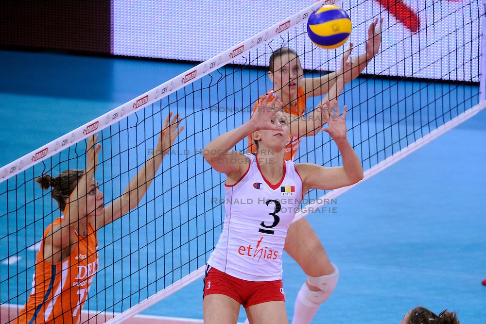 30-09-2009 VOLLEYBAL: EUROPEES KAMPIOENSCHAP NEDERLAND - BELGIE: LODZ<br /> Nederland is groepswinnaar en wint opnieuw. Belgie wordt met 3-0 verslagen / Frauke Dirickx<br /> &copy;2009-WWW.FOTOHOOGENDOORN.NL