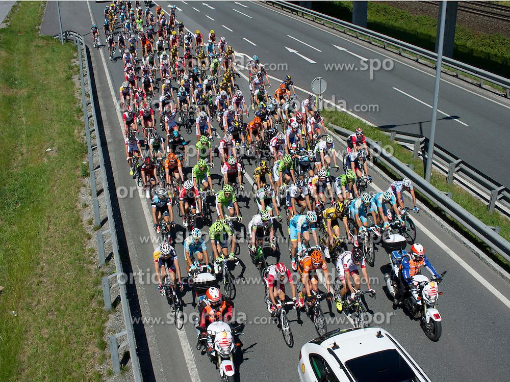 01.07.2013, Tirol, AUT, 65. Oesterreich Rundfahrt, 2. Etappe, Innsbruck - Kitzbühler Horn, im Bild das Hauptfeld der Ö-Tour verlaesst Innsbruck // during the 65th Tour of Austria, Stage 2, from Innsbruck to Kitzbühler Horn, Tyrol, Austria on 2013/07/01. EXPA Pictures © 2013, PhotoCredit: EXPA/ R. Eisenbauer