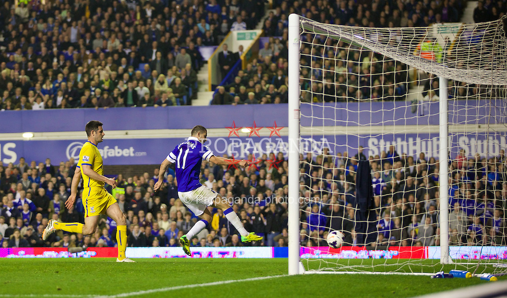 LIVERPOOL, ENGLAND - Wednesday, April 16, 2014: Everton's Kevin Mirallas scores the second goal against Crystal Palace to make the score 2-3 during the Premiership match at Goodison Park. (Pic by David Rawcliffe/Propaganda)
