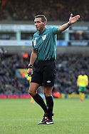 Picture by Paul Chesterton/Focus Images Ltd +44 7904 640267.03/11/2012.Referee Andre Marriner controversially awards the free kick to Norwich which leads to the winning goal during the Barclays Premier League match at Carrow Road, Norwich.