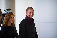 DEU, Deutschland, Germany, Berlin, 25.09.2018: Die Journalistin Mesale Tolu und der Menschenrechtsaktivist Peter Steudtner kommen als Gäste zu einer Fraktionssitzung von DIE LINKE.