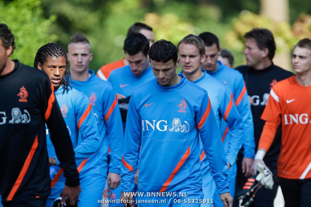 NLD/Hoenderloo/20120514 - !e training Nederlands elftal voor EK 2012, Vurnon Anita en Khalid Boularouz