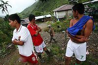 Locals watch a line of workers hired by the Colombian government to manually eradicate coca crops walk by in La Via Alta, in a remote area of the southern Colombian state of Nariño, on Thursday, June 21, 2007. (Photo/Scott Dalton)