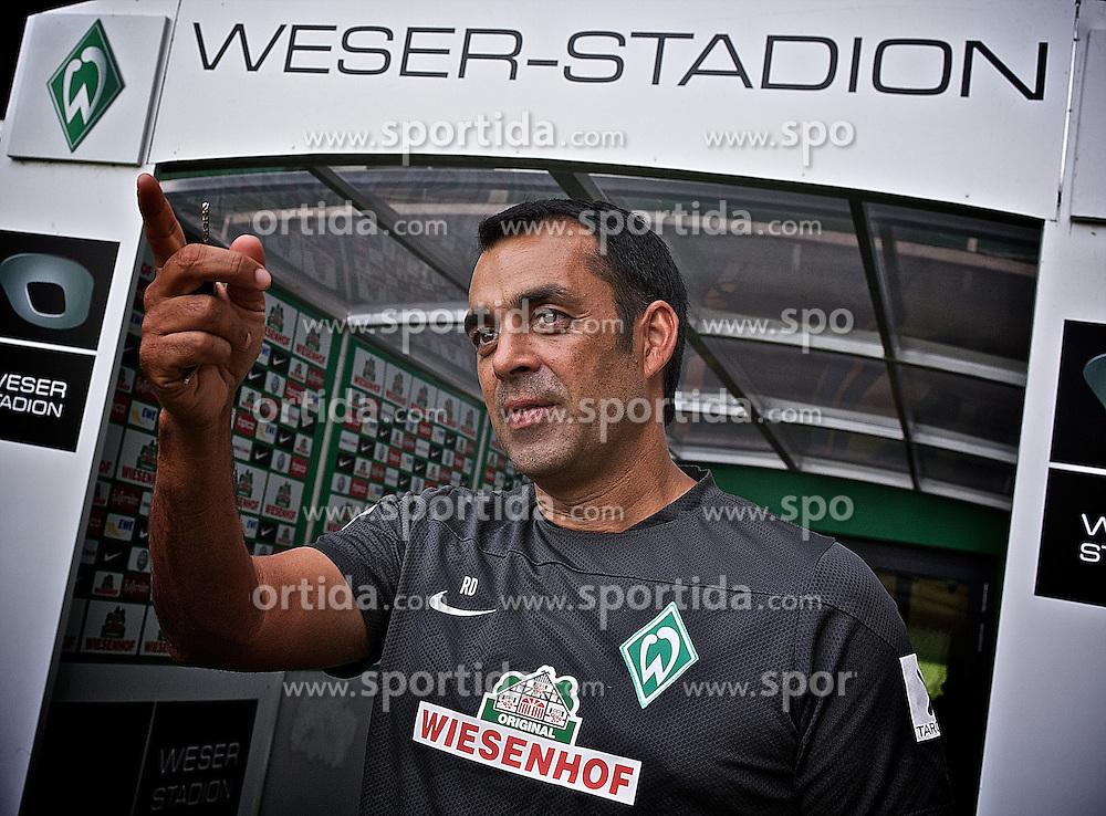 27.08.2013, Weserstadion, Bremen, GER, 1.FBL, Training SV Werder Bremen, im Bild Robin Dutt (Cheftrainer SV Werder Bremen) beim Interview // during the training session of the German Bundesliga Club SV Werder Bremen at the Weserstadion, Bremen, Germany on 2013/08/27. EXPA Pictures &copy; 2013, PhotoCredit: EXPA/ Andreas Gumz <br /> <br /> ***** ATTENTION - OUT OF GER *****