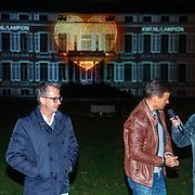 NLD/Soest/20181206 - KWF Kankerbestrijding onthult 3e editie lampionnenactie, Jeroen Snel, Wilfred Genee en Mirella van Markus