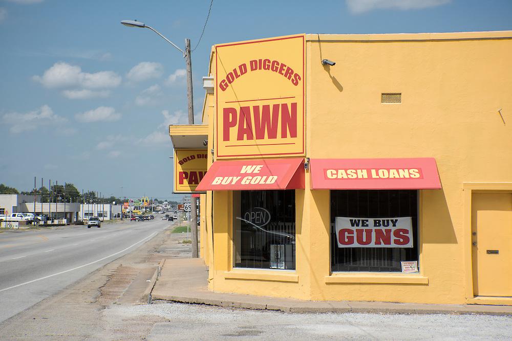 USA, Midwest, Oklahoma, Route 66,Miami, Route 66, gun shop